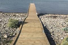 Gundejerforeningens badebro er fra sommeren 2018. 20 meter lang plus et forlænget stykke oppe over stenene.
